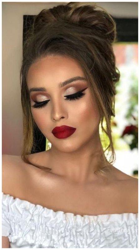 Свадебный макияж в стиле ретро с красными губами