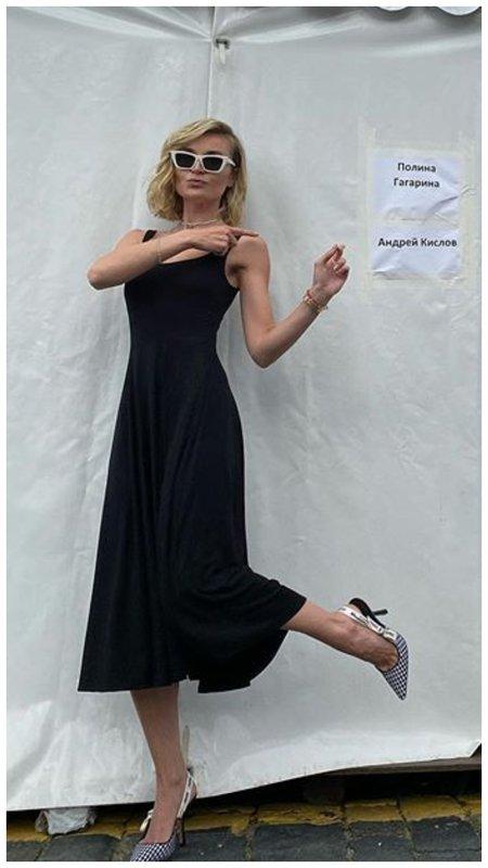 Полина Гагарина в черном платье
