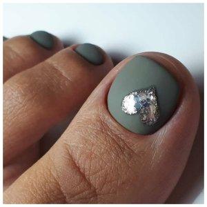 Красивое сердечко на ногтях