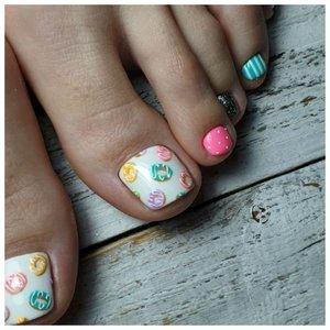 Рисунки пончиков на ногтях