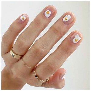Яичница на ногтях
