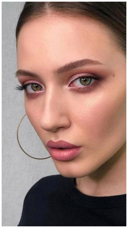 Нюдовый макияж в розовых тонах