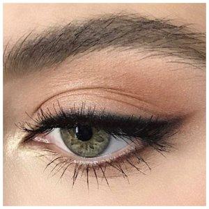 Летний макияж для зеленых глаз со стрелкой
