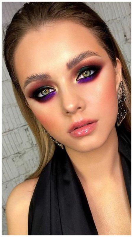 Яркий фиолетовый макияж для зеленых глаз