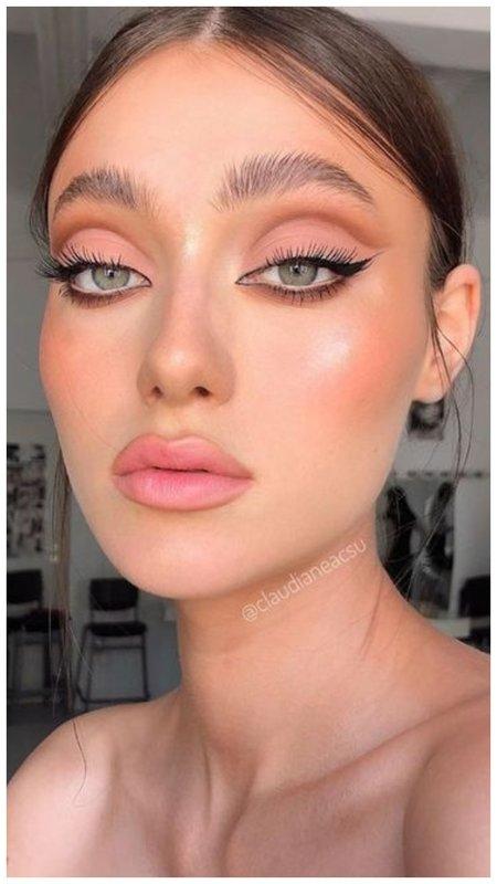 Нюдовый макияж с восточными стрелками