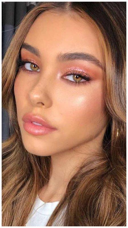 Легкий макияж для зеленоглазой девушки