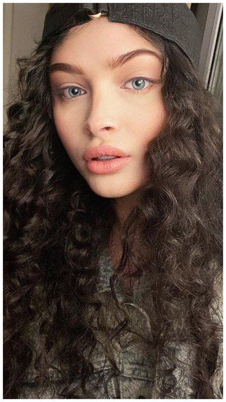 Алена Шишкова с темными волосами