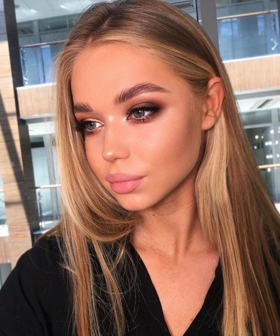 Красивый яркий макияж для блондинки