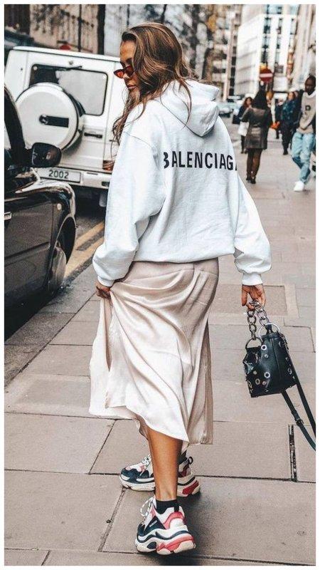 Стильный летний образ: юбка и худи