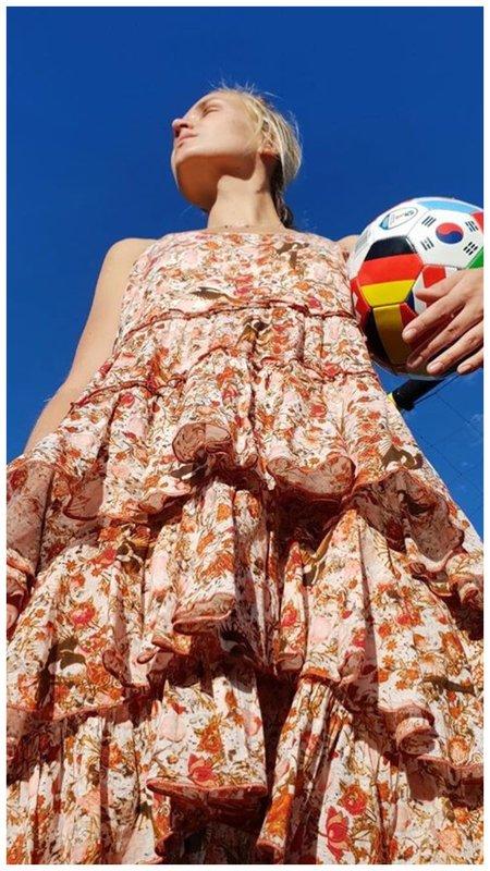 Гагарина в легком летнем платье