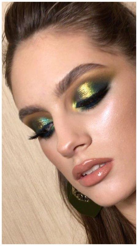 Зеленый макияж глаз в технике смоки айс