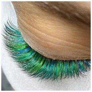 Красивые зеленые ресницы