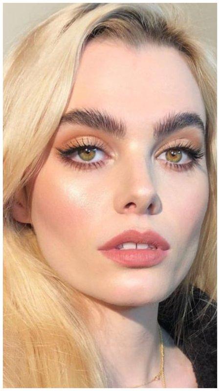 Макияж для блондинки с зелеными глазами