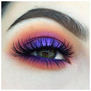 Очень яркий макияж глаз