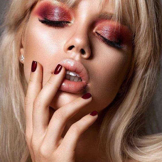 Красивый макияж смоки айс розовый