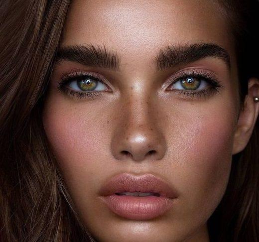 Модный летний макияж для зеленых глаз