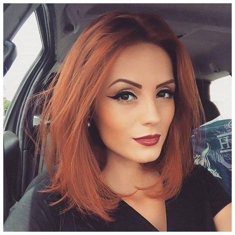 Красивая рыжая девушка