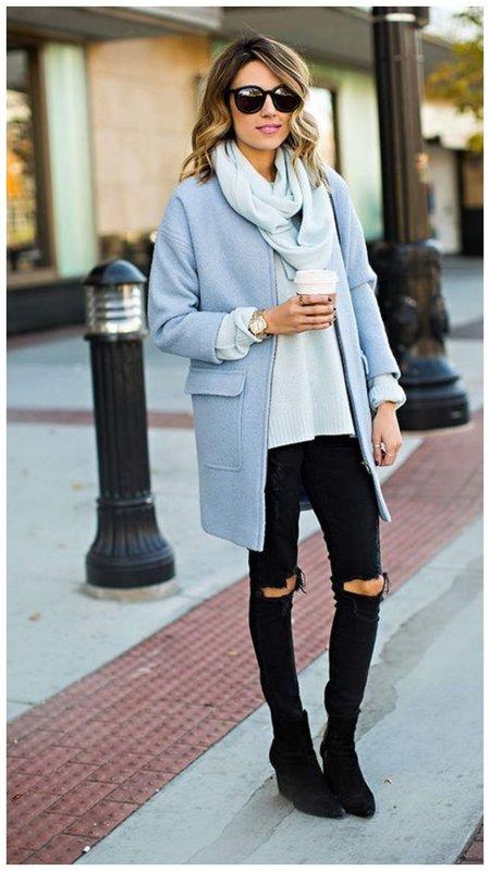 Голубое пальто и черный низ