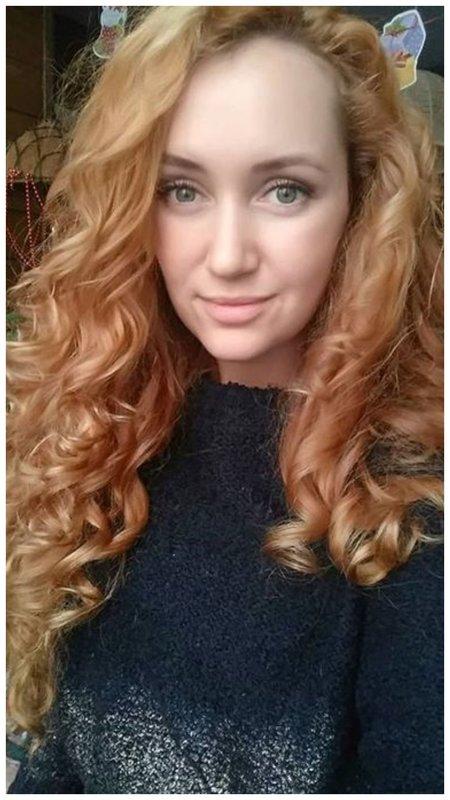 Рыжая девушка с кудрями