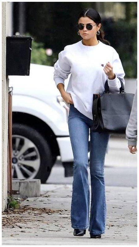 Модные джинсы клеш - Селена Гомес