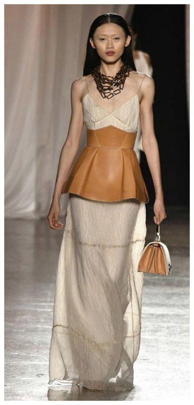 Модное платье с корсетом