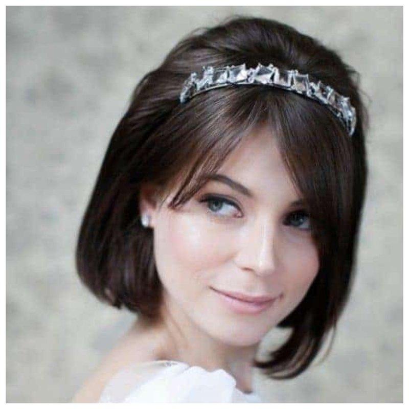 Свадебная прическа с модной короной