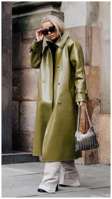 Оливковый кожаный тренч на осень