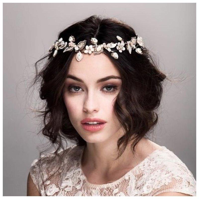 Классная свадебная прическа на короткие волосы