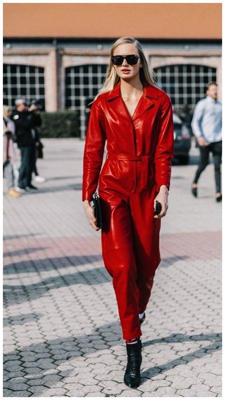 Стильный красный кожаный комбинезон