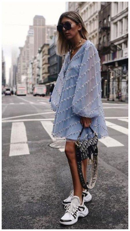 Классное платье в кукольном стиле голубого цвета