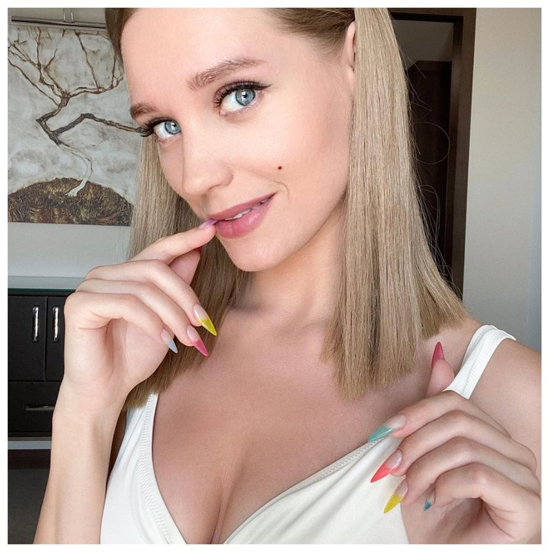 Кристина асмус длинные ногти