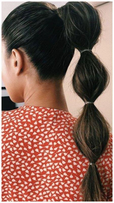 Модная прическа с маленькими резинками для длинных волос