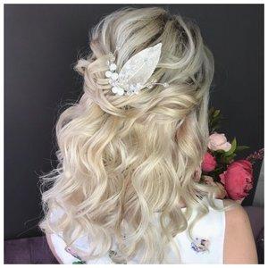Красивая прическа с распущенными волосами на свадьбу