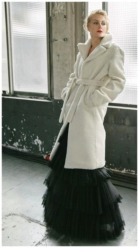 Рената Литвинова в платье и пальто