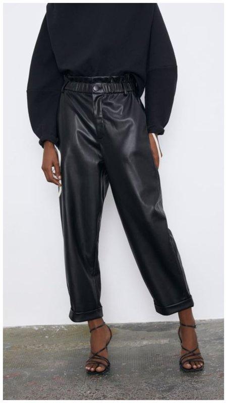 Стильные кожаные брюки Зара
