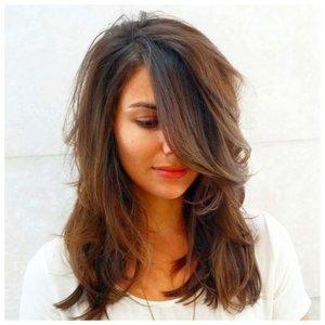 Длинные волосы и удлиненная челка на бок