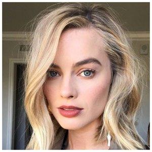 Стильная укладка для волос средней длины