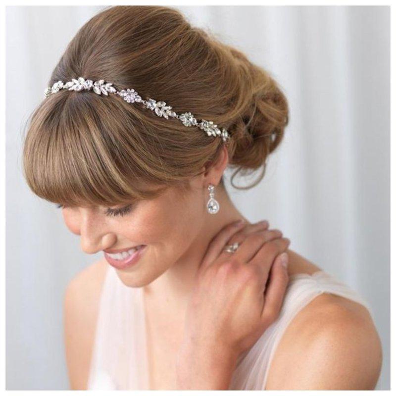 Нежная свадебная прическа с челкой