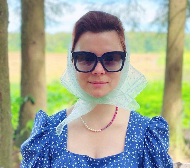 Татьяна Брухунова в косынке