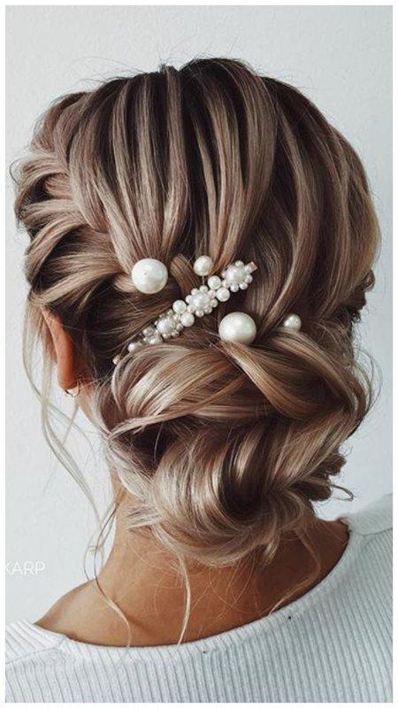 Пучок с плетением на свадьбу