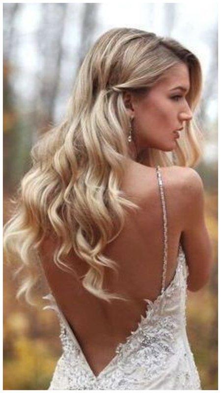 Нежная свадебная прическа с распущенными волосами