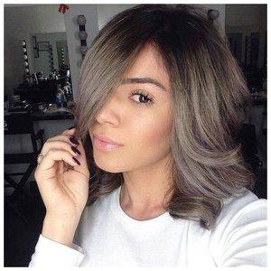 Челка на бок и волосы средней длины фото