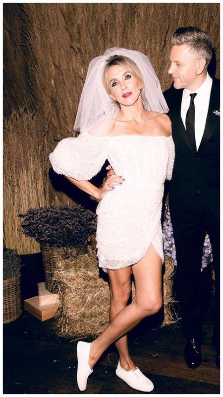 Светлана Бондарчук в свадебном коротком платье