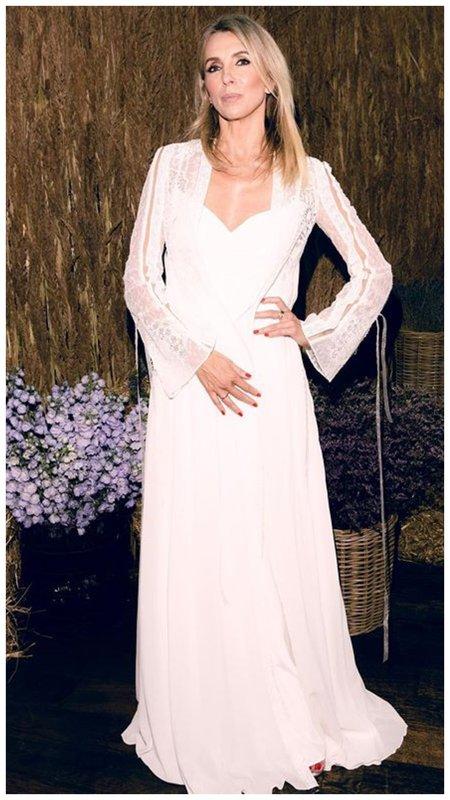 Светлана Бондарчук в свадебном длинном платье