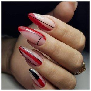 Геометрия на ногтях красным лаком