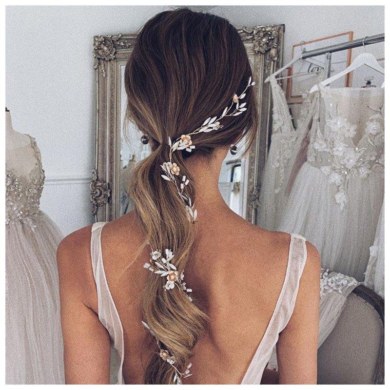 Нежный хвост для невесты с украшением