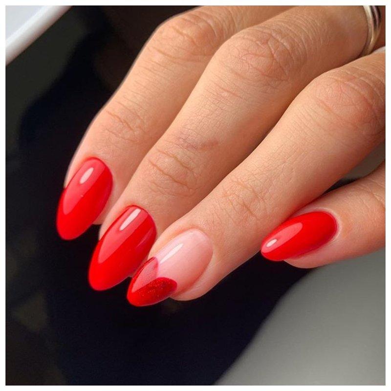 Элегантные красные ногти с сердцем