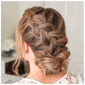 Собранные волосы у невесты с косой