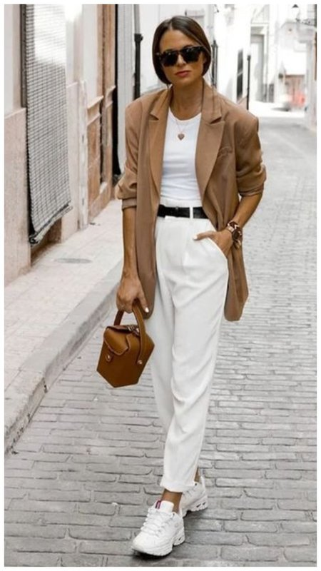 Стильный образ с белыми брюками
