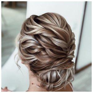 Прическа на средние волосы со жгутами